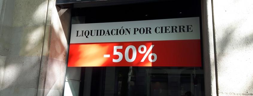 Cartel de descuentos por liquidación